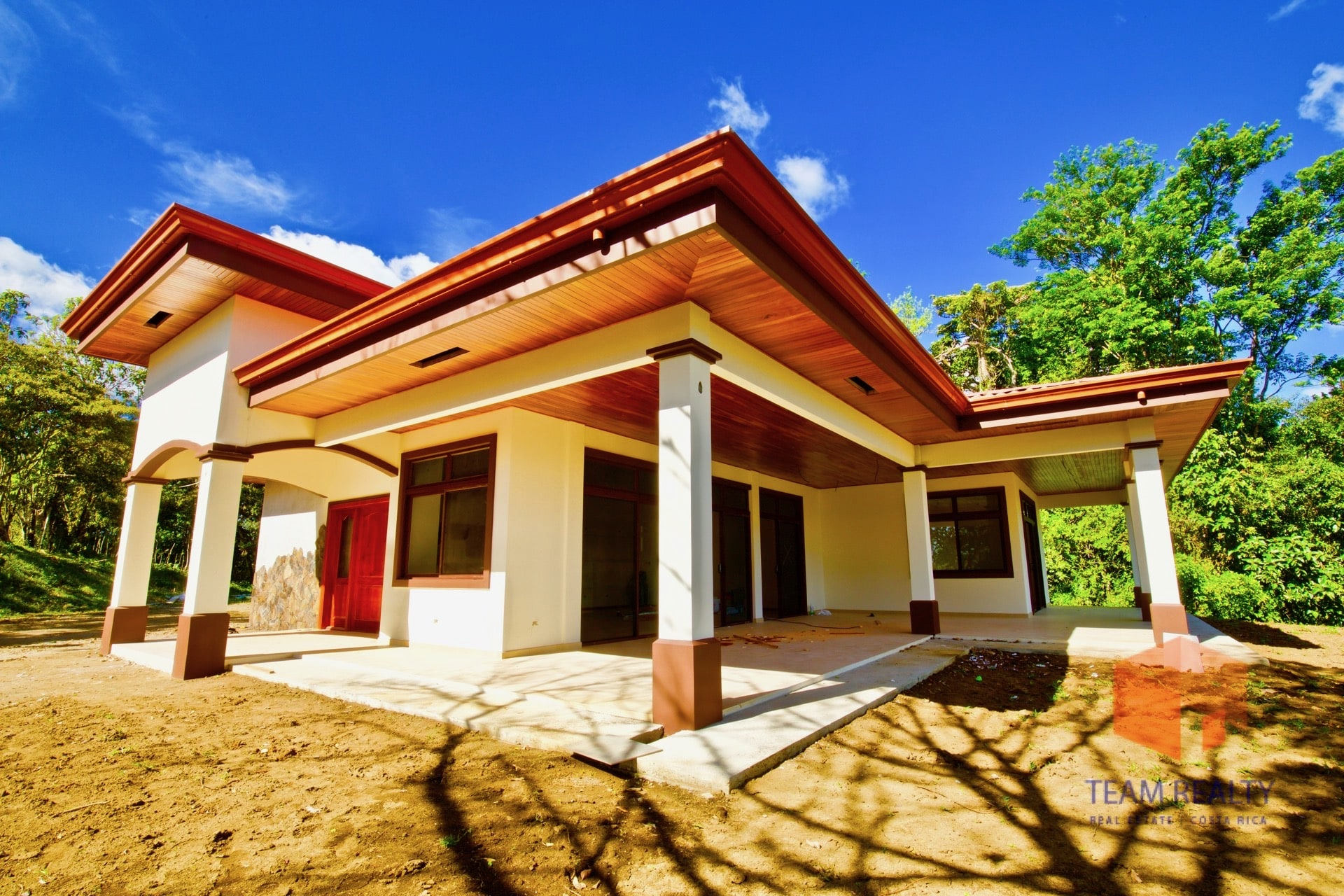 BRAND NEW  Spanish Tropical home